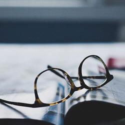 Cover image parental news, glasses on newspaper